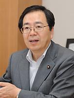 インタビューを受ける斉藤鉄夫