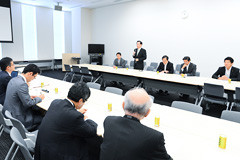 関係団体と意見交換する党核廃絶推進委員会