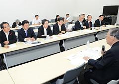 軽減税率について意見交換する 斉藤鉄夫(左から3人目)