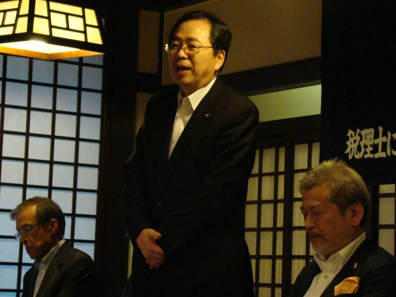 総会であいさつする 斉藤鉄夫