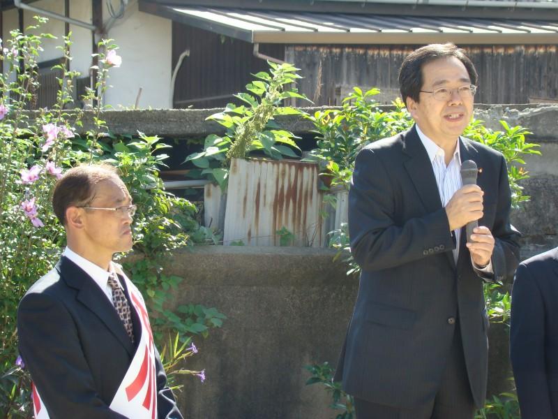 支援を訴える 斉藤鉄夫(右)
