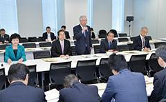 合同会議に臨む 斉藤鉄夫(奥側左から4人目)