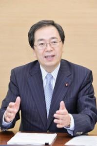 税制改正について説明する 斉藤鉄夫