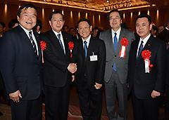 日本自動車工業会の豊田会長と懇談する 斉藤鉄夫(右から2人目)ら