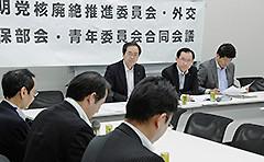 ヒアリングを受ける 斉藤鉄夫(右から4人目)