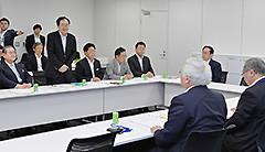 与党協議会であいさつする 斉藤鉄夫