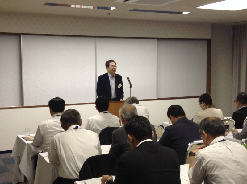 研修会「社会保障と税の一体改革」で講義する 斉藤鉄夫