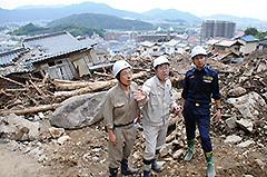 被災現場を視察する 斉藤鉄夫