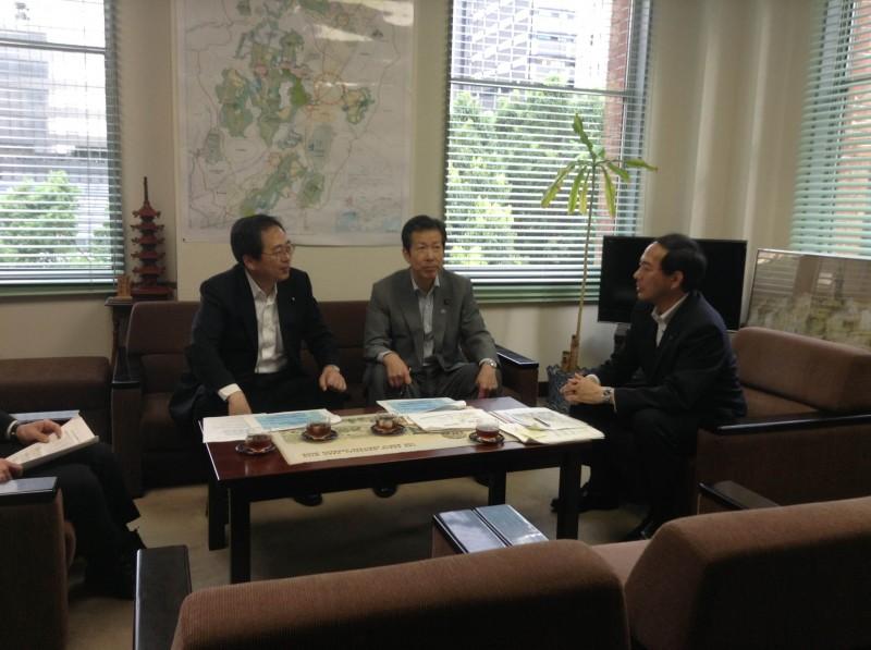 滝川所長懇談する 斉藤鉄夫と山口代表