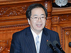 衆院本会議で質問する 斉藤鉄夫