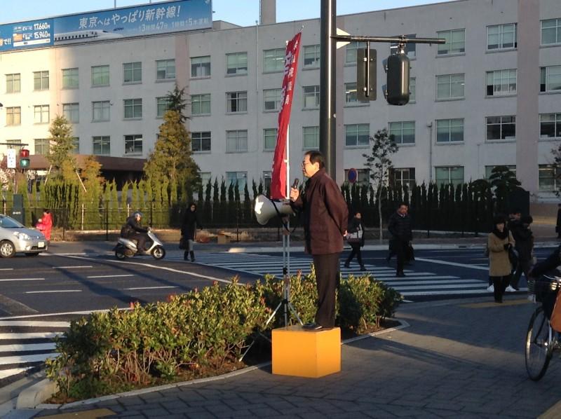 街頭演説する 斉藤鉄夫