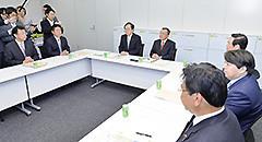 与党軽減税率検討委員会に臨む さいとう鉄夫(左から3人目)