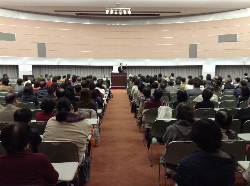 国政報告する 斉藤鉄夫(松江市内)